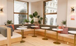 Thiết kế không gian làm việc chung cowoking space với những gam màu tươi sáng